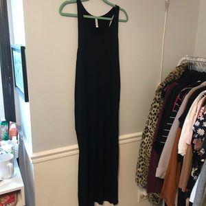 Love in Dresses - 🖤{BLACK} Drape Side Maxi Dress